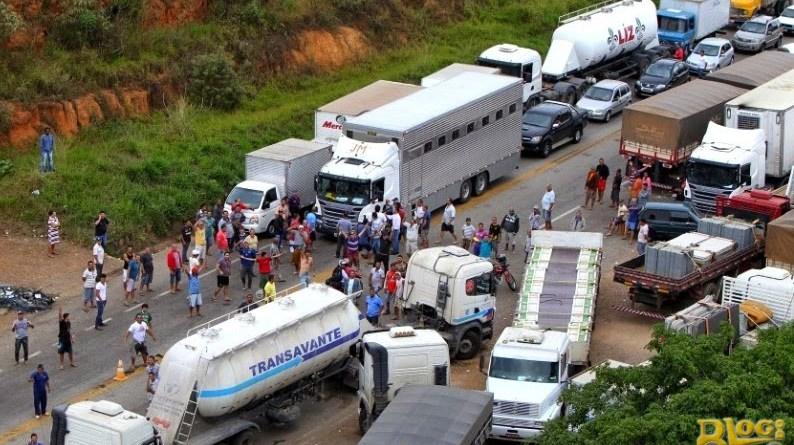 Decisão Judicial determina desbloqueio das distribuidoras de combustíveis e liberação de veículos com alimentos e medicamentos