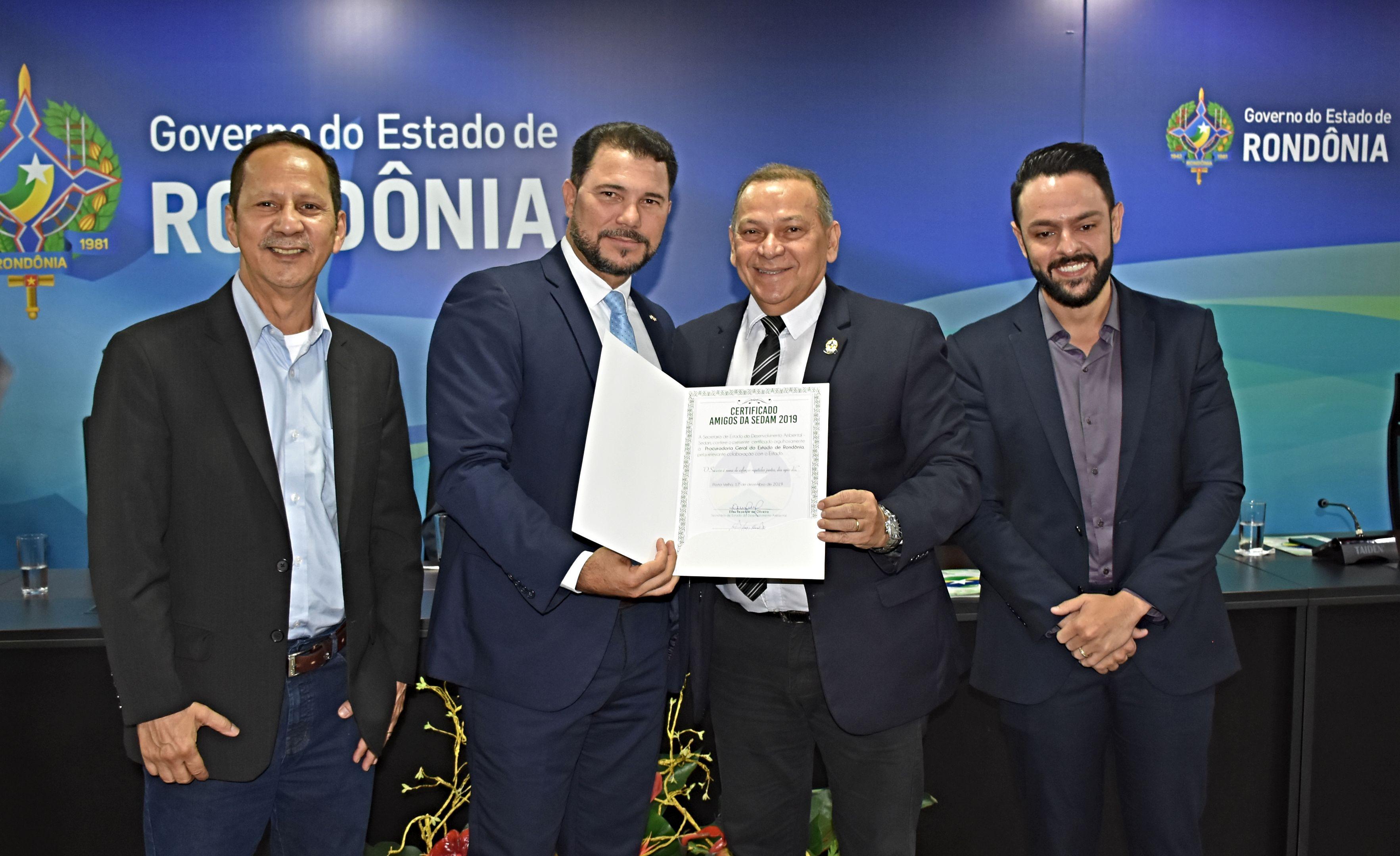"""Procuradoria Geral do Estado recebe certificado """"Amigos da Sedam"""""""